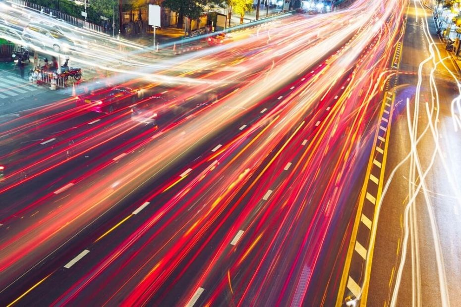 4 способа того, как ИИ помогает сделать вождение авто интеллектуальнее
